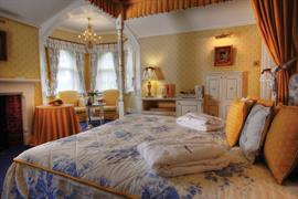 abbots-barton-hotel-bedrooms-04-83796