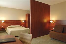 93604_007_Guestroom