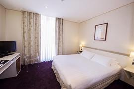 93557_002_Guestroom