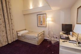 93557_005_Guestroom