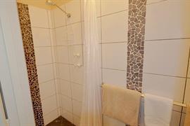 97339_005_Guestroom