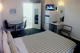 97386_006_Guestroom
