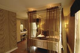 alicia-hotel-bedrooms-04-83818