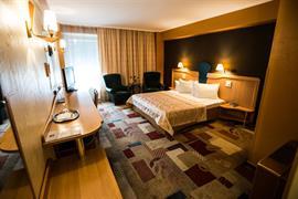 77556_007_Guestroom