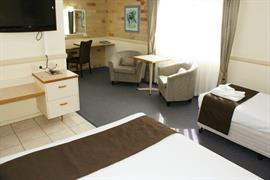 97165_004_Guestroom