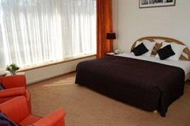 92687_007_Guestroom