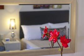 97379_006_Guestroom
