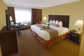 14092_006_Guestroom