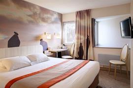 93811_002_Guestroom