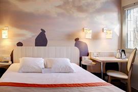 93811_004_Guestroom