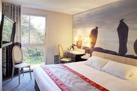 93811_005_Guestroom
