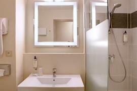 93811_006_Guestroom