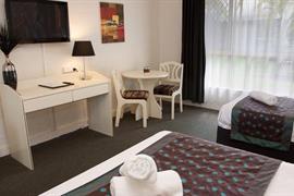 97438_007_Guestroom