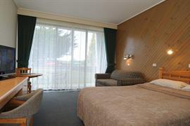 90252_005_Guestroom