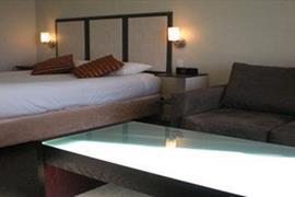 90833_002_Guestroom