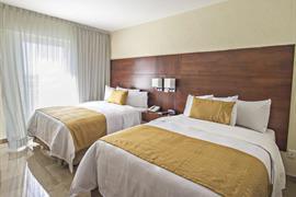 70193_002_Guestroom