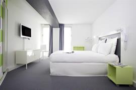 93738_001_Guestroom