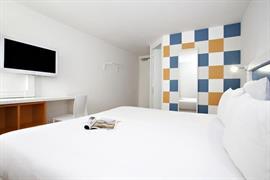 93738_002_Guestroom
