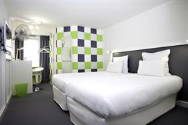 93738_005_Guestroom