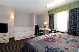 44495_005_Guestroom