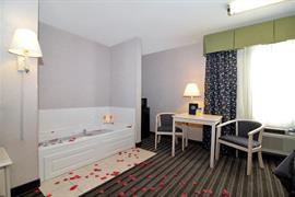 44495_006_Guestroom