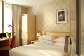 93307_007_Guestroom