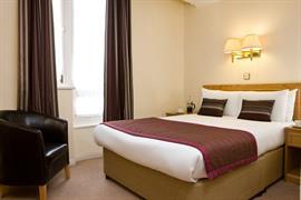 burns-hotel-bedrooms-03-83801