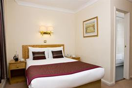 burns-hotel-bedrooms-04-83801