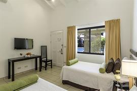 70612_001_Guestroom