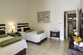 70612_002_Guestroom