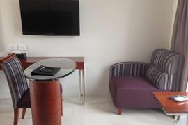 97442_005_Guestroom