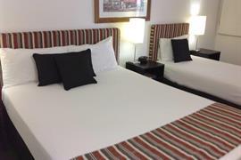90503_007_Guestroom