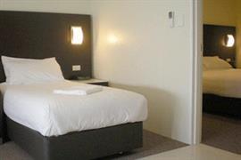 97412_005_Guestroom