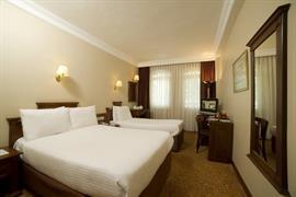 78004_007_Guestroom
