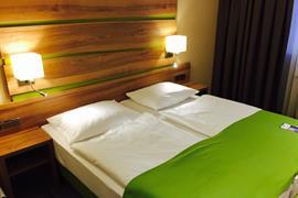 95451_006_Guestroom