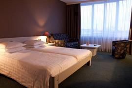 92694_003_Guestroom