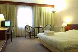 92571_003_Guestroom