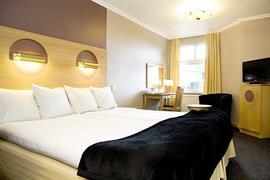 88155_005_Guestroom