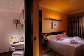 98097_006_Guestroom