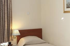 clifton-hotel-bedrooms-09-83677-OP
