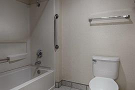 05690_007_Guestroom