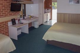 90946_004_Guestroom