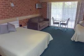 90946_005_Guestroom