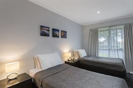 97433_002_Guestroom