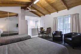 97433_003_Guestroom