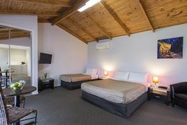 97433_004_Guestroom