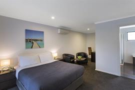 97433_005_Guestroom