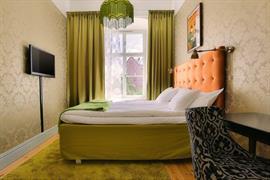 88201_002_Guestroom