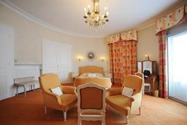 93090_005_Guestroom