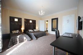 93090_007_Guestroom